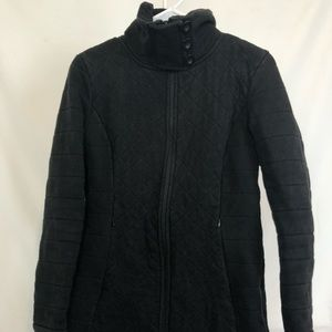Black quilted Northface coat